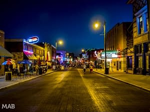 Walking in Memphis - Beale Street